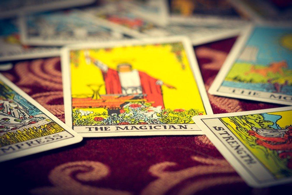 Symbolon Karten: Foto: © Derek R Audette / shutterstock / #282691322